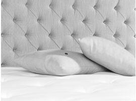 Carpe Diem Bornö sengegavlen er vores mest exclusive gavl fra den svenske leverandør. Håndlavet luksus der giver et majestætisk udtryk på enhver Carpe Diem seng